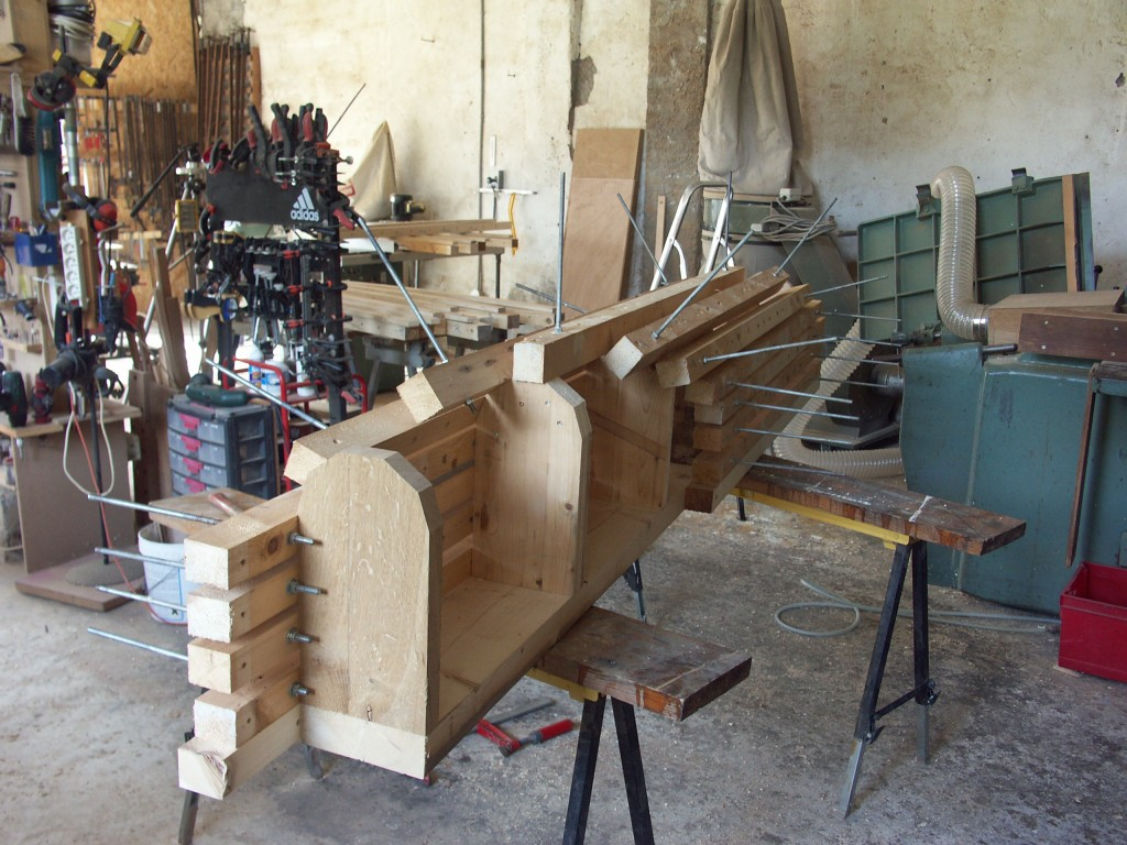 Form for gluing up laminates