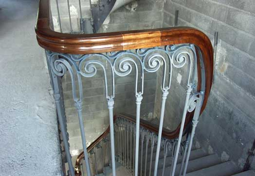 how to make a curved wooden handrail