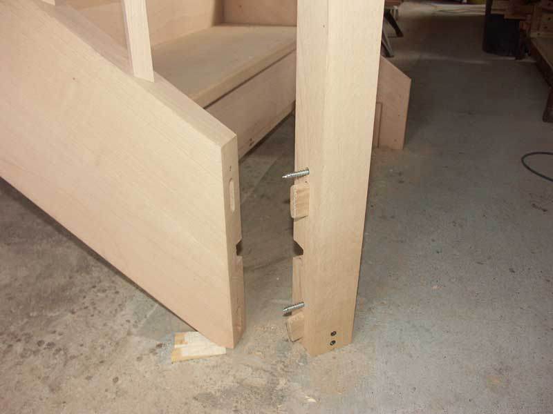 String to newel joint