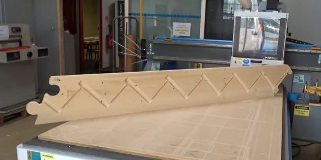 Puzzle joint to combine 2 parts of stair stringboard